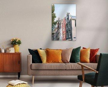 Bunte Grachtenhäuser von Amsterdam von Manon Galama