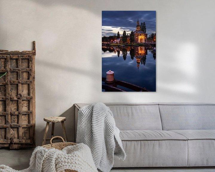 Sfeerimpressie: De Zijlpoort in Leiden in de avond (staand) van Martijn Joosse