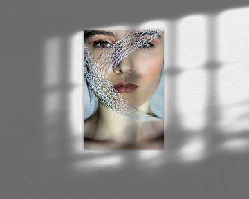 Femme enveloppée dans un ruban sur Iris Kelly Kuntkes