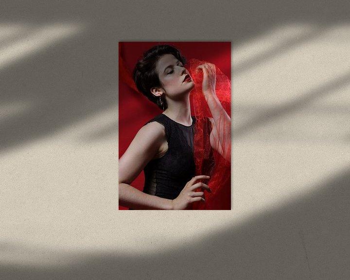 Sfeerimpressie: Vrouw met rode tule van Iris Kelly Kuntkes