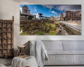 Forum van Trajanus (Foro di Traiano) samen met het Monument van Victor Emanuel II (Monumento Naziona van Justin Suijk