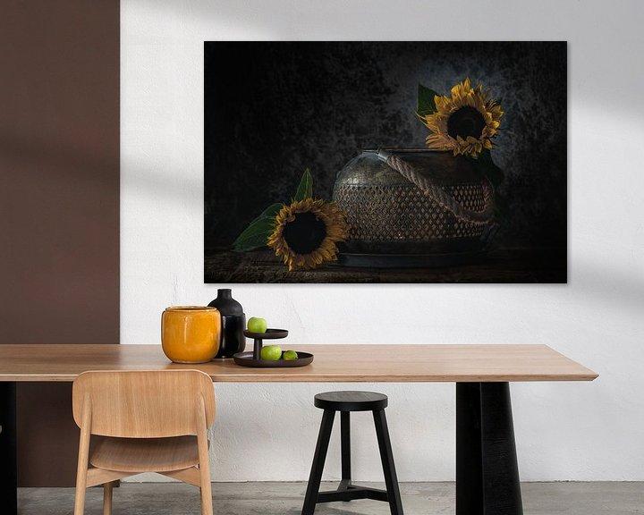 Sfeerimpressie: Stilleven  Zonnebloemen van Steven Dijkshoorn