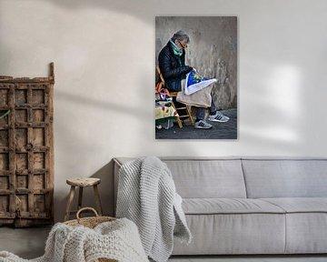 Vrouw maakt handwerk Rome van Marieke van der Hoek-Vijfvinkel