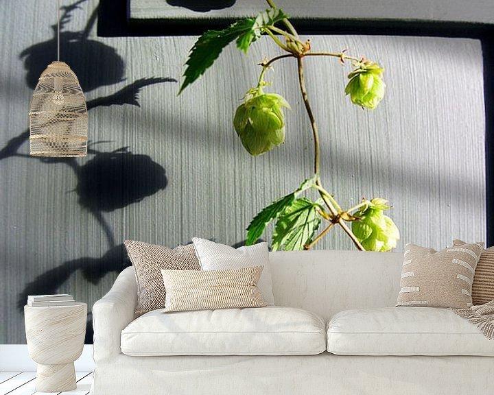 Sfeerimpressie behang: hopplant (2) van joyce kool