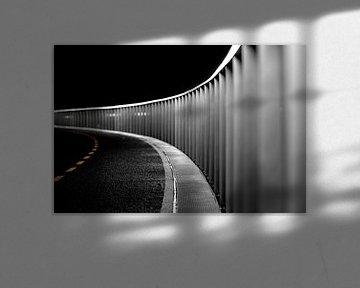 Endlose Straße in der Nacht von Jan Hermsen