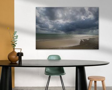 Donkere wolken pakken zich samen van Roelinda Tip