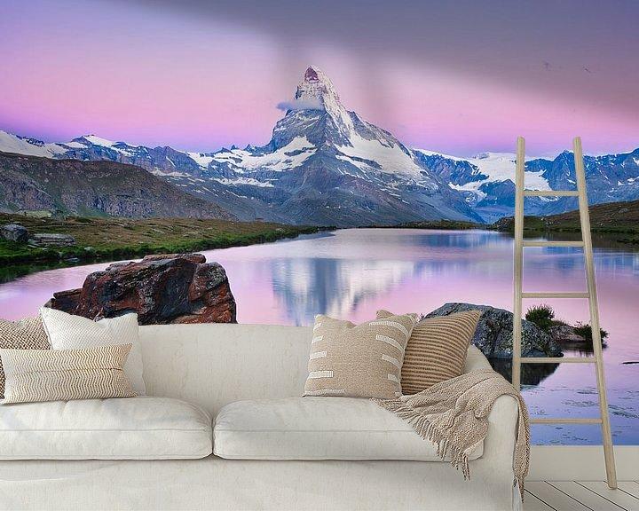 Sfeerimpressie behang: De Matterhorn met weerspiegeling tijdens zonsopkomst in de Alpen van iPics Photography