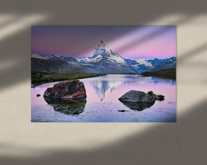 Sfeerimpressie: De Matterhorn met weerspiegeling tijdens zonsopkomst in de Alpen van iPics Photography