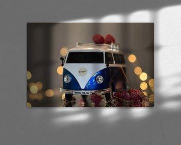 VW busje met bokeh en bloemen van Fotografie Sybrandy