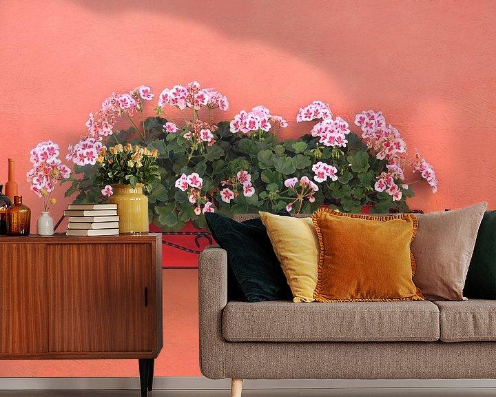 Sfeerimpressie behang: Franse Geraniums van Inge Hogenbijl