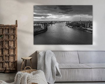 Rotterdam zonsondergang in zwartwit van Ilya Korzelius