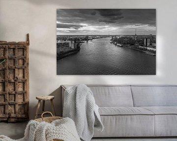 Rotterdamer Sonnenuntergang in Schwarz-Weiß von Ilya Korzelius
