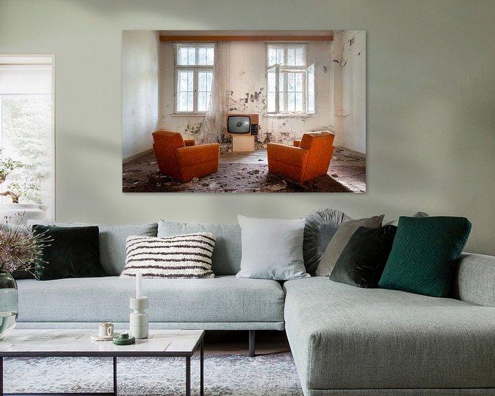 Beispiel: Fernsehen in einem verlassenen Raum. von Roman Robroek