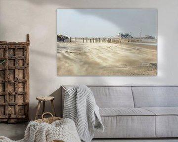 Sandverwehungen am Strand in St. Peter-Ording von Annett Mirsberger