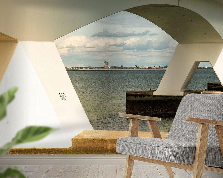 Sfeerimpressie behang: Zicht op Zierikzee, door de Zeelandbrug van Arie Jan van Termeij