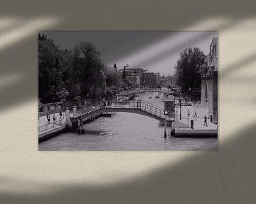 Venedig-Brücken und Kanal-Szene BW von Loretta's Art