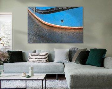Reflectie van een boot in de zee van Ronald Jansen