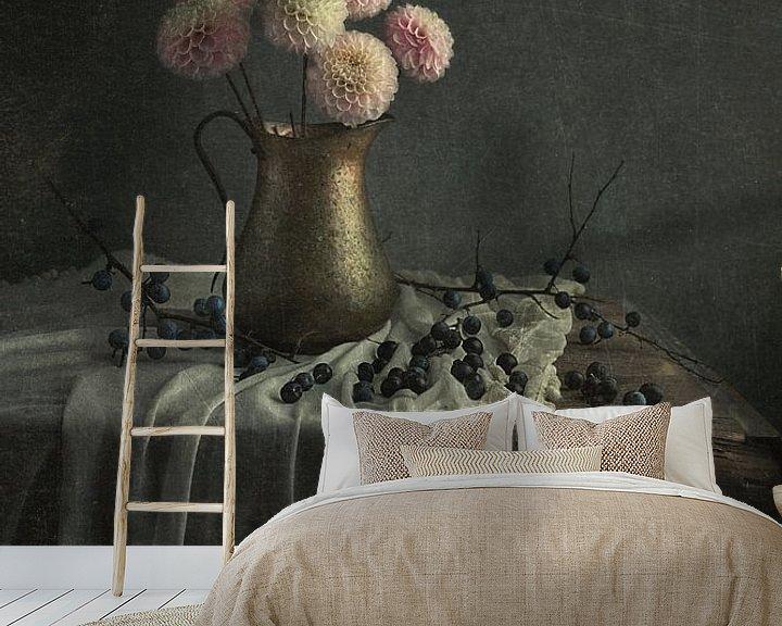 Sfeerimpressie behang: Stilleven met bloemen (gezien bij vtwonen) van Carolien van Schie