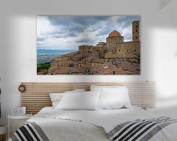 Uitzicht over de stad Volterra, Italië van Discover Dutch Nature
