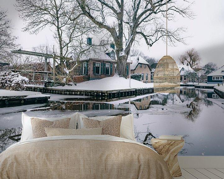 Sfeerimpressie behang: Winter in Dwarsgracht bij Giethoorn met de beroemde kanalen van Sjoerd van der Wal