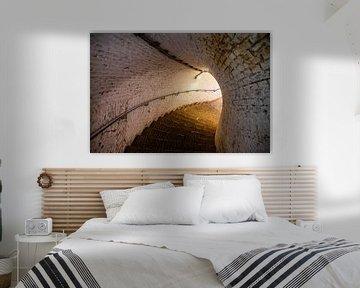 Die beleuchtete Treppe in Fort Pannerden von Evert Jan Luchies
