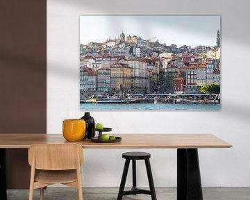 Skyline van Porto in zacht avondlicht aan de rivier van The Book of Wandering