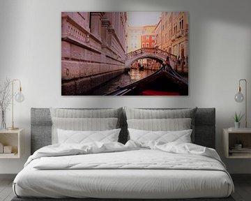 Blick auf Venedig von der Gondel aus von Loretta's Art