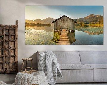 Bootshütte am Kochelsee bei Sonnenaufgang, Bayern, Deutschland von Markus Lange