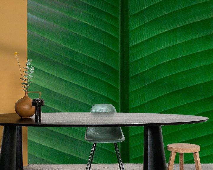 Sfeerimpressie behang: Felgroen blad van Simone Neeling