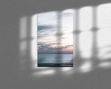 Pastelkleurige lucht bij zonsondergang in de Noordzee van Simone Neeling