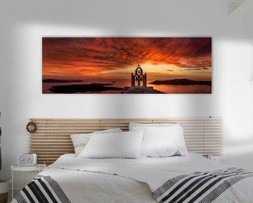 Roodgloeiende zonsondergang over de zee in Griekenland. van Fine Art Fotografie