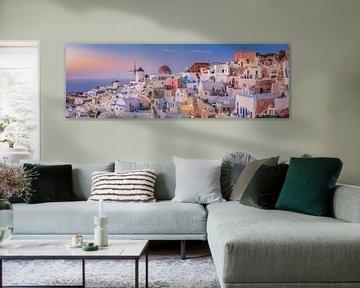 Village Oia op het eiland Santorini in Griekenland. Panorama. van Fine Art Fotografie