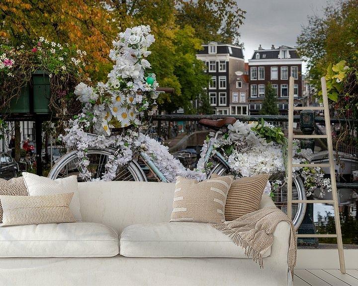 Sfeerimpressie behang: Flower power in amsterdam van Foto Amsterdam/ Peter Bartelings