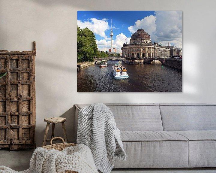 Impression: Le Bodemuseum de Berlin, avec son horizon et ses bateaux touristiques sur Frank Herrmann