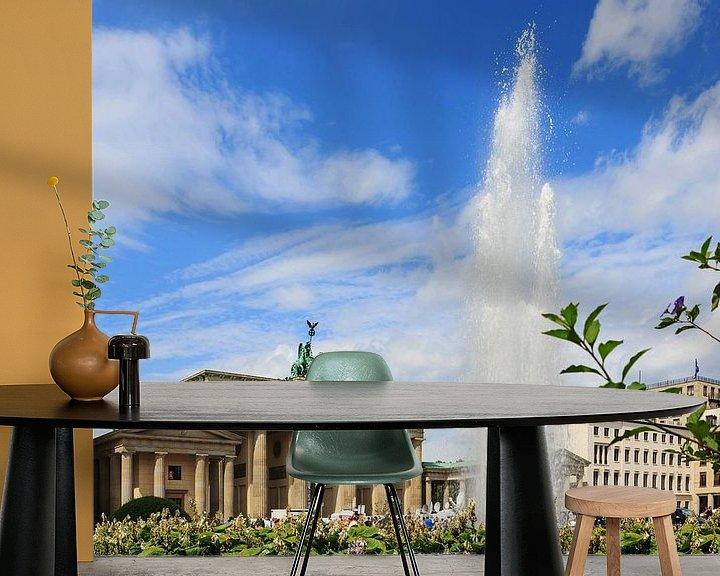 Sfeerimpressie behang: Brandenburger Tor Berlin met fontein van Frank Herrmann