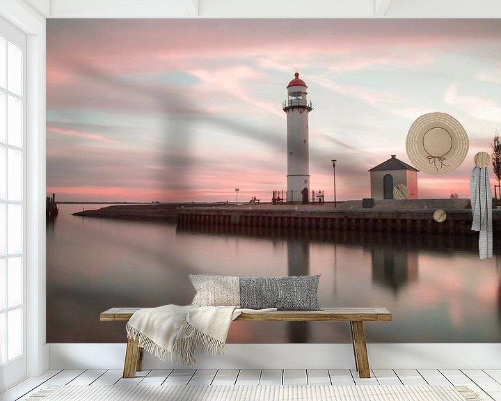 Sfeerimpressie behang: Vuurtoren bij zonsondergang van Miranda van Hulst