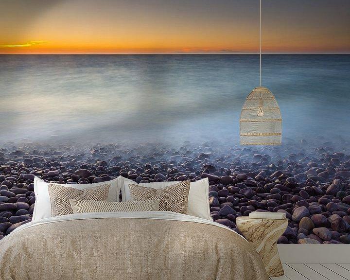 Sfeerimpressie behang: Kei strand bij zonsondergang van Marcel Kerkhof
