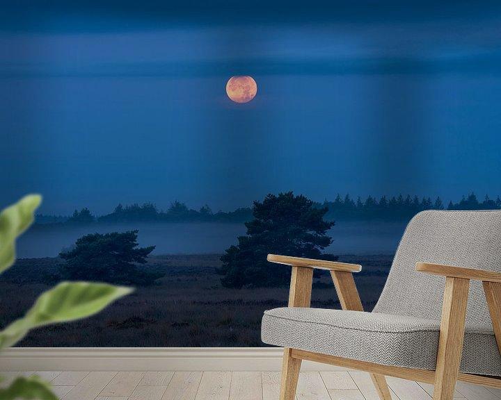 Sfeerimpressie behang: Volle maan en mist van Rick Kloekke