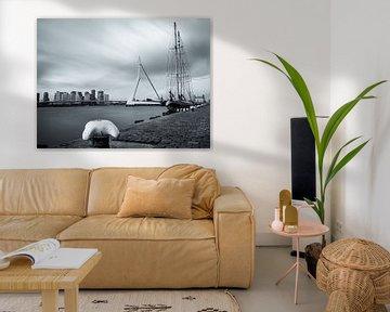 Erasmus-Brücke und Segelschiff aus Holland Amerikakade von Eric van Vessem