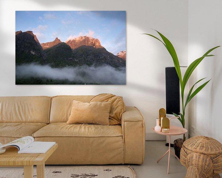 Sfeerimpressie: Storm wolken in de bergen Noorwegen van Karijn | Fine art Natuur en Reis Fotografie