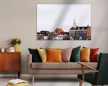 Bakenesserkerk achter grachtenpanden in Haarlem, aan het Spaarne van Simone Neeling