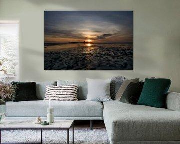 Prachtige zonsondergang boven het strand