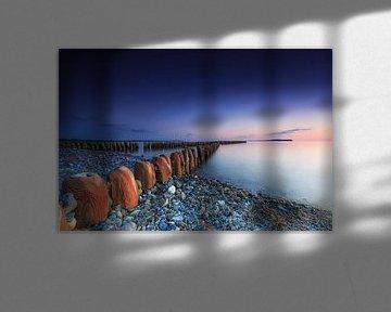 Buhnen au coucher du soleil sur la plage de Rügen