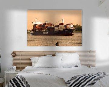 Containerschip op Nieuwe Waterweg van Inge Hogenbijl