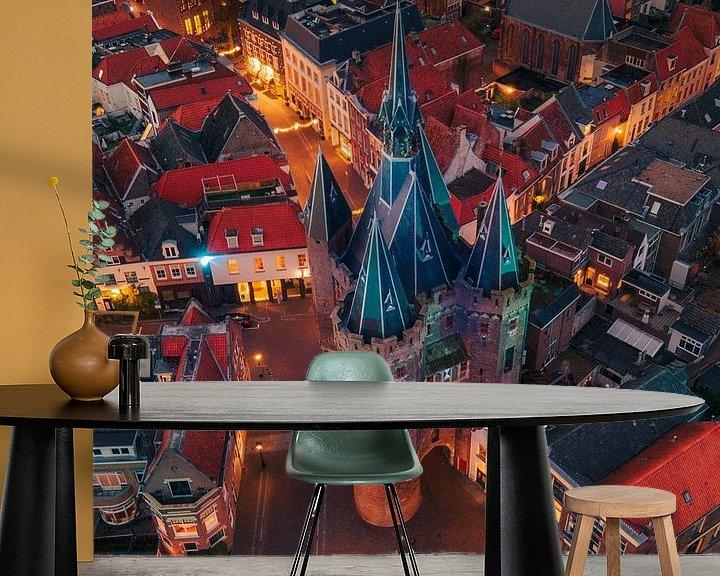 Sfeerimpressie behang: Sassenpoort Zwolle van Thomas Bartelds