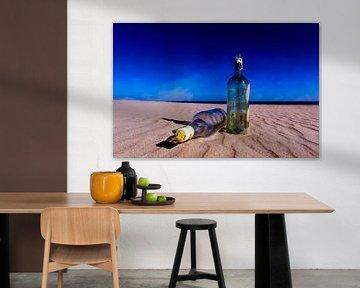 Flessen op het strand...... van Wim Schuurmans