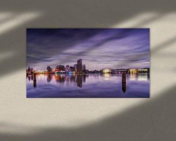 Wolken über Deventer und dem Havenkwartier am frühen Abend. von Bart Ros