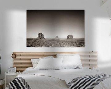 Monument Valley bij zonsopkomst in Sepia van Gerrit de Heus
