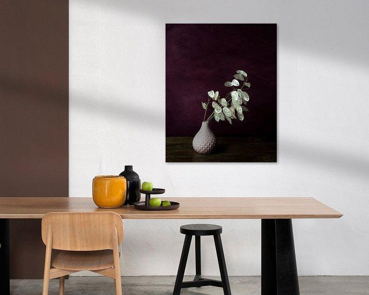 Sfeerimpressie: Judaspenning stilleven, aubergine van Joske Kempink