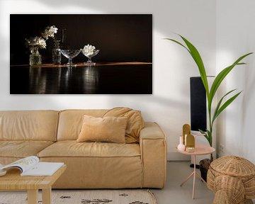 Stilleven met witte rozen - donker van Studio Petra Moes